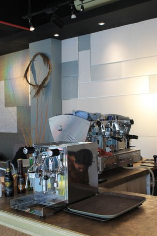 Foto 8 - Interior di Turn On Coffee & Eatery oleh Prido ZH