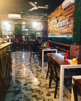 Foto 4 - Interior(Indoor) di Titik Kumpul Coffee & Eatery oleh Aris Setiowati