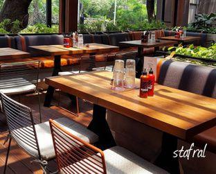 Foto 3 - Interior di Le Burger oleh Stanzazone