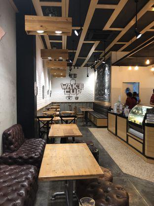 Foto 4 - Interior di Wake Cup Coffee oleh FebTasty  (Feb & Mora)