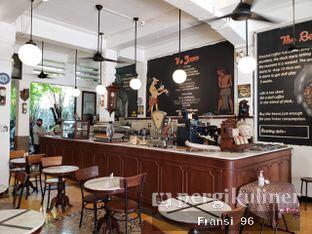 Foto 2 - Interior di Bakoel Koffie oleh Fransiscus