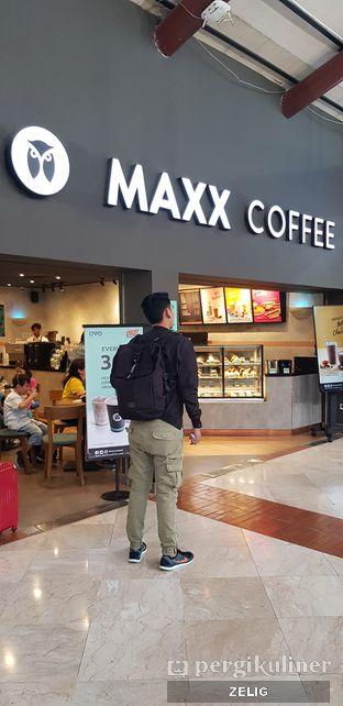 Foto 3 - Interior di Maxx Coffee oleh @teddyzelig