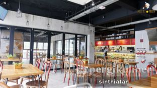 Foto 1 - Interior di Routine Coffee & Eatery oleh Miss NomNom