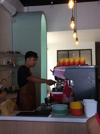 Foto Interior di Honey Beans Coffee & Roastery