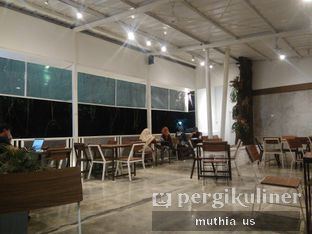 Foto 7 - Interior(Smoking Area) di Righthands Coffee oleh Muthia US