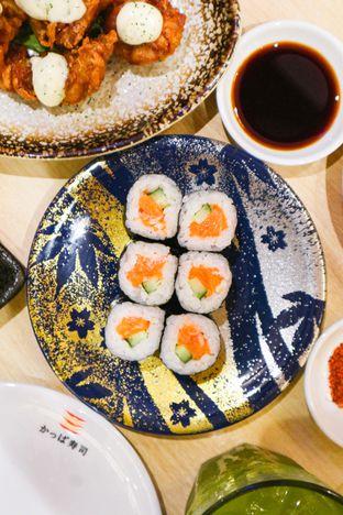 Foto 7 - Makanan di Kappa Sushi oleh thehandsofcuisine
