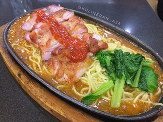 Foto Makanan di YamMie Hotplate