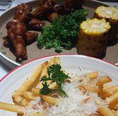 Foto Truffle fries + black pepper wings di Hello Sunday