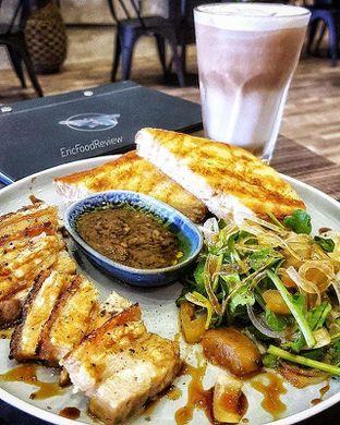 Foto - Makanan(Crispy Buta's Belly) di Fe Cafe oleh Eric  @ericfoodreview