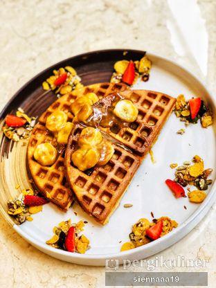 Foto 1 - Makanan(Butterscotch Banana Waffle) di Lula Kitchen & Coffee oleh Sienna Paramitha