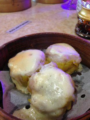 Foto 10 - Makanan(Siewmai Ayam Mozarella) di Wang Fu Dimsum oleh awakmutukangmakan
