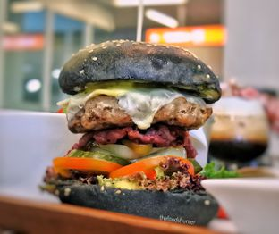 Foto 6 - Makanan(Black jack Burger) di Mokka Coffee Cabana oleh The foodshunter