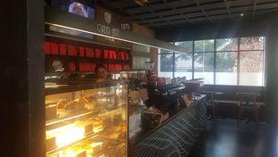 Foto 4 - Interior di Tanamera Coffee Roastery oleh Vising Lie