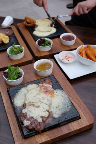 Foto review Willie Brothers Steak and Cheese oleh Astrid Huang | @biteandbrew 6