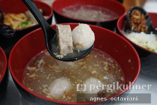 Foto 1 - Makanan(Bakso Rawit (Kiri)) di Bakso Nya'Babe oleh Agnes Octaviani
