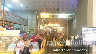 Foto 12 - Interior di The Manhattan Fish Market oleh Jakartarandomeats