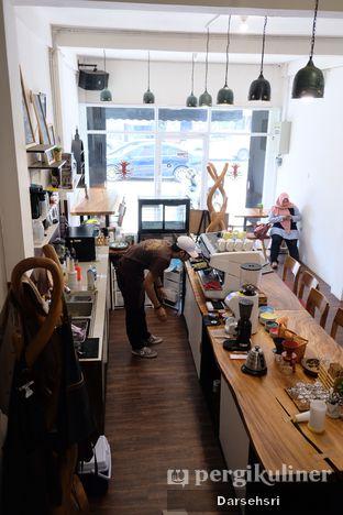 Foto 8 - Interior di Groots Coffee oleh Darsehsri Handayani