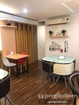 Foto 4 - Interior di Kojima Burger & Coffee oleh Cubi