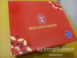 Foto 1 - Interior(Tampak depan bungkus Kotak Holland) di Holland Bakery oleh Vera Arida