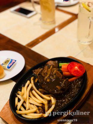 Foto 1 - Makanan(chicken steak) di Bon Ami Restaurant & Bakery oleh Sienna Paramitha