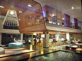 Foto 6 - Interior di M POOL & BISTRO - The Margo Hotel oleh yudistira ishak abrar