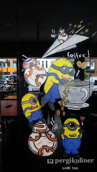 Foto 5 - Interior di Workroom Coffee oleh Selfi Tan