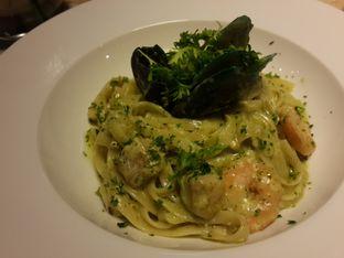 Foto 4 - Makanan(Seafood Fettuccini) di The Spoke Bistro oleh @stelmaris