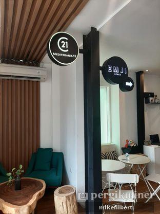 Foto 6 - Interior di Emji Coffee Bar & Space oleh MiloFooDiary | @milofoodiary