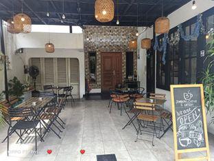 Foto 2 - Eksterior di Jonbon's Coffee & Eatery oleh Ardelia I. Gunawan