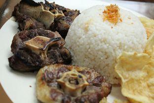 Foto 2 - Makanan di Madame Sari Restaurant oleh YSfoodspottings
