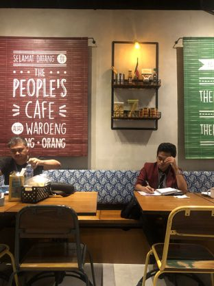 Foto 9 - Interior di The People's Cafe oleh Mitha Komala