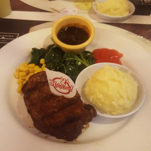 Foto - Makanan di Holycow! STEAKHOUSE by Chef Afit oleh Tiaradhita Deswandari
