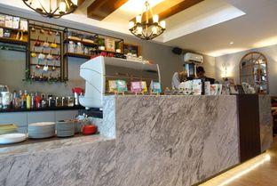 Foto 3 - Interior di Tavor Cafe oleh inggie @makandll