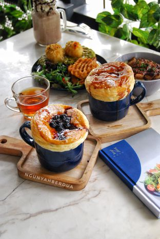 Foto 1 - Makanan(hot vanilla blueberry & hot vanilla manggo) di Nosh Kitchen oleh ngunyah berdua