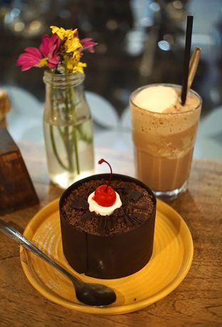 Foto 4 - Makanan(Black Forest Cake and Black Forest Milkshake) di Wiki Koffie oleh Fadhlur Rohman