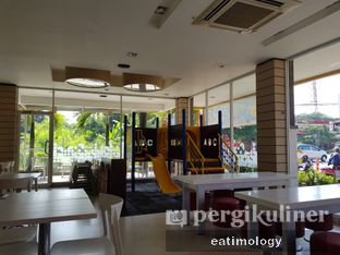 Foto 2 - Interior di HokBen (Hoka Hoka Bento) oleh EATIMOLOGY Rafika & Alfin