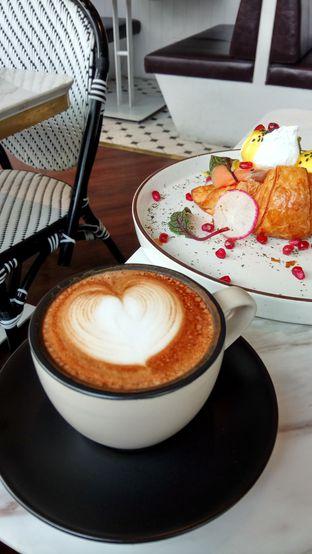Foto 2 - Makanan(Cappuccino) di Toby's Estate oleh YSfoodspottings