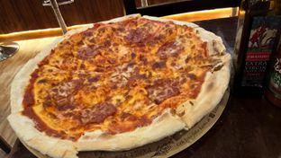 Foto 3 - Makanan(Salami Pizza) di Eataly Resto Cafe & Bar oleh Komentator Isenk