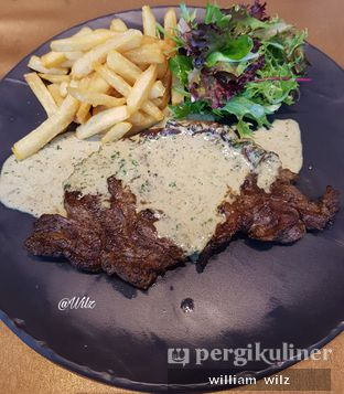 Foto 2 - Makanan(Rib eye steak) di Amuz oleh William Wilz