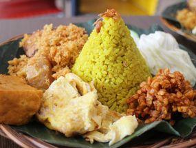 Foto Nasi Kuning Plus - Plus