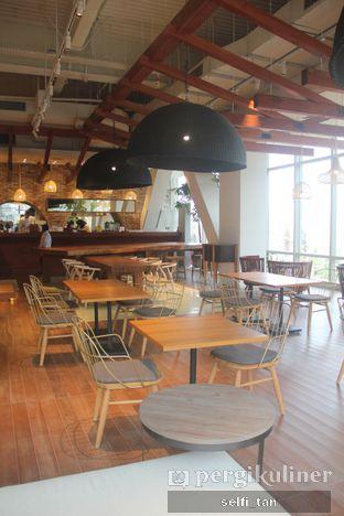 Foto 5 - Interior di Lumine Cafe oleh Selfi Tan