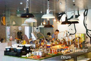 Foto 8 - Interior di sTREATs Restaurant - Ibis Styles Sunter oleh @teddyzelig