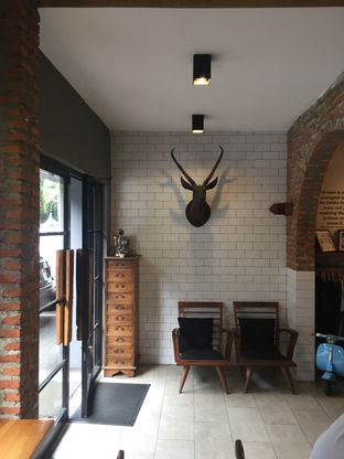 Foto 4 - Interior di Chief Coffee oleh Reinard Barus