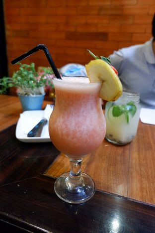 Foto 24 - Makanan(Banana Berry Lemon) di The Bailey's and Chloe oleh Chrisilya Thoeng