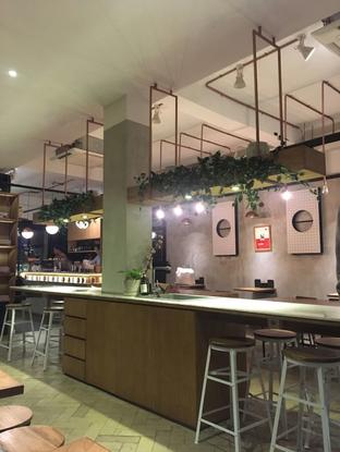 Foto 3 - Interior di Doma Dona Coffee oleh Alfabetdoyanjajan