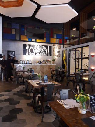 Foto 4 - Interior di Oh! Cafe oleh Nisanis