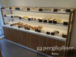 Foto 38 - Interior di Rokue Snack oleh Tirta Lie