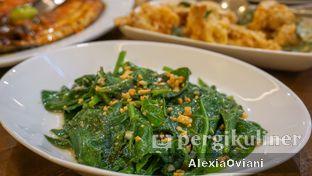 Foto 2 - Makanan(Daun Dewa Bawang Putih) di Seafood Station oleh @gakenyangkenyang - AlexiaOviani