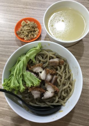 Foto 1 - Makanan(Bakmie Karet Babi Panggang) di Bakmi Karet Bu Kur Ayam Kampung oleh Christian | IG : @gila.kuliner13