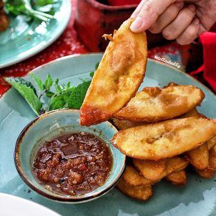 Foto 4 - Makanan(Pisang aditya) di Meradelima Restaurant oleh Stellachubby